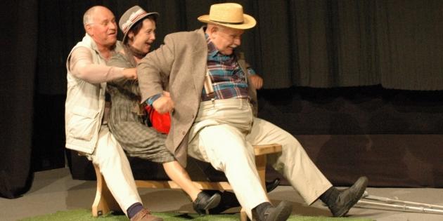 Galerie: Divadlo Duha Polná – Tři na lavičce
